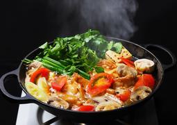 ハワイの伝統料理「チキンヘッカ」(鶏すき鍋) 、アロハテーブルで秋冬限定登場